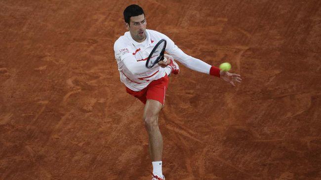 Petenis Novak Djokovic dan Serena Williams berhasil melangkah ke babak semifinal Australia Open pada Selasa (16/2).