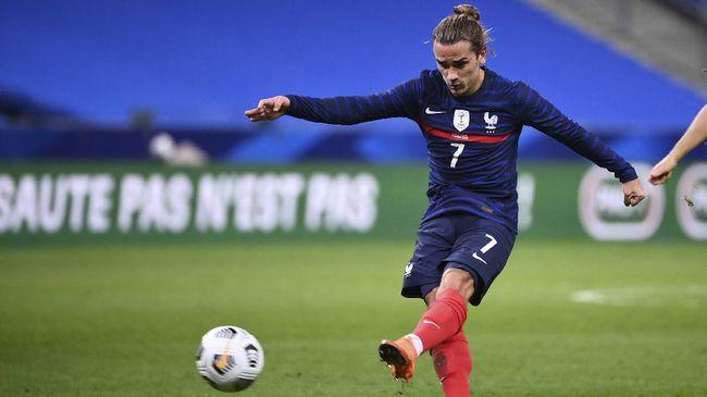 Antoine Griezmann menyebut pelatih Prancis Didier Deschamps lebih tahu harus menempatkannya dimana agar efektif dan bisa mencetak gol.