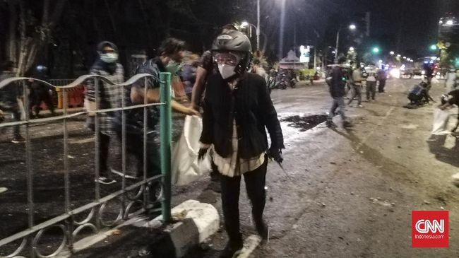 Wali Kota Surabaya Tri Rismaharini diklaim sudah mengirimkan surat aspirasi dari para buruh terkait Omnibus Law jauh sebelum demo ricuh menolaknya.