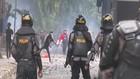 VIDEO: Demo Tolak UU Cipta Kerja Medan Rusuh, 3 Polisi Luka