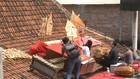 VIDEO: Kritik Pemerintah, Wayang Kulit Digelar di Atap Rumah