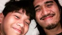 <p>Banyak netizen bilang, wajah Ayman mirip banget dengan sang ayah. (Foto: Instagram @pakduta)</p>