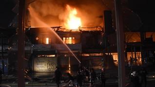 Empat Ruko di Belakang Bioskop Grand Theater Senen Terbakar