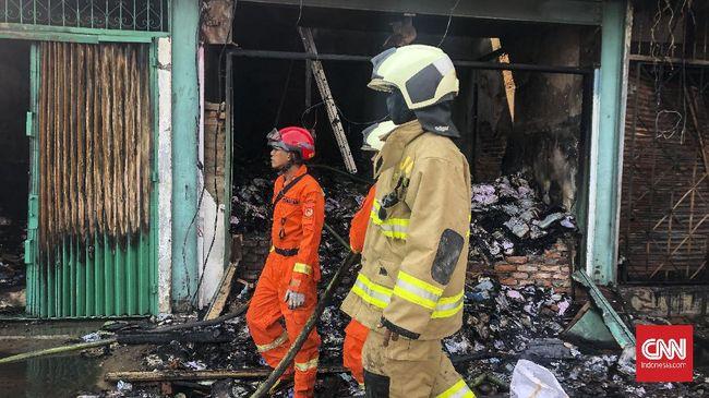 Polisi menyatakan, berdasarkan keterangan saksi, kebakaran bermula dari salah satu kios di Pasar Leles, Garut. Pemicunya, diduga korsleting listrik.