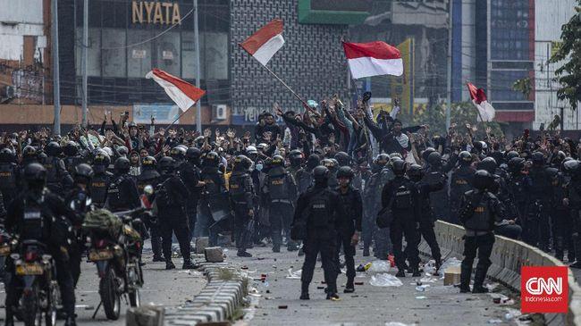 Polri tak menambah personel pengamanan meski ada rangkaian demo yang digelar massa buruh dan sejumlah ormas Islam di Jakarta.