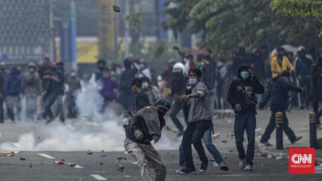 1.192 orang ditangkap polisi saat demo omnibus law di Jakarta. Polisi klaim mereka anarko dan separuhnya didominasi pelajar STM.