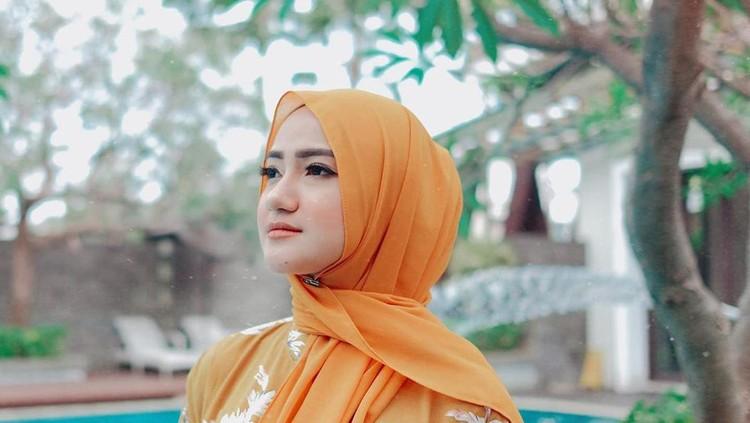 Kini Marcella bahkan memutuskan untuk memakai hijab lho. (Foto: Instagram @marcella_simon)