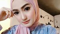 <p>Sejak tampil dengan hijab, Marcella terlihat lebih cantik ya, Bunda. (Foto: Instagram @marcella_simon)</p>