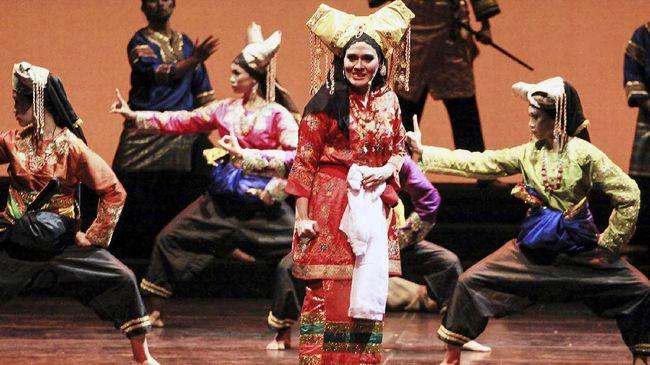 Pentas Padusi yang diprakarsai penari dan koreografer asal Sumatra Barat, Tom Ibnur akan tayang streaming pada akhir pekan ini pukul 15.00 WIB.