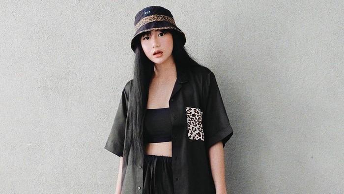 7 Inspirasi All Black Outfit Untuk Gaya Berkelas, Solid dan Simple!