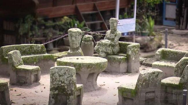 Pulau Samosir menjadi destinasi wisata yang menarik karena keindahan alam, kekayaan budaya, dan keunikan sejarah yang disampaikan turun-temurun.