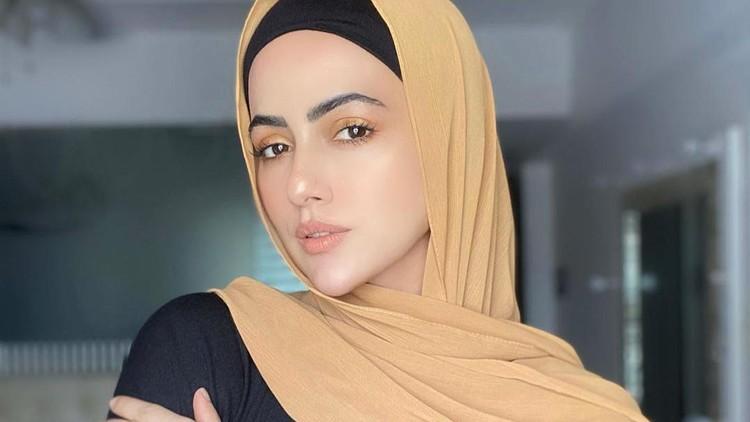 Sana Khan hijrah