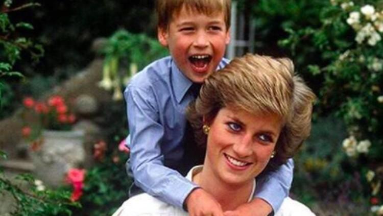 Semasa hidup, Putri Diana bersama Pangeran William dan Pangeran Harry