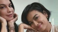 <p>Sama-sama cantik dan bertalenta, Sophia Latjuba dan Eva Celia benar-benar mirip bagai pinang dibelah dua. Menurut Bunda bagaimana? (Foto: Instagram @sophia_latjuba88)</p>