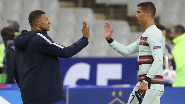 Pelatih Paris Saint-Germain (PSG) Mauricio Pochettino menyebut Kylian Mbappe berada pada level yang sama dengan Lionel Messi dan Cristiano Ronaldo.