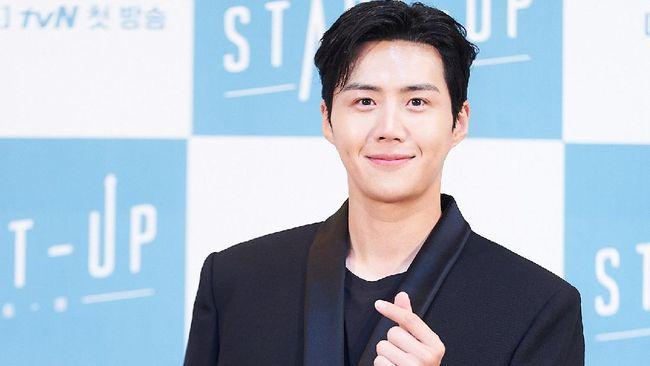 Aktor Kim Seon-ho menarik perhatian pecinta drama Korea terutama kala akhir pekan berkat penampilannya dalam Start-Up.