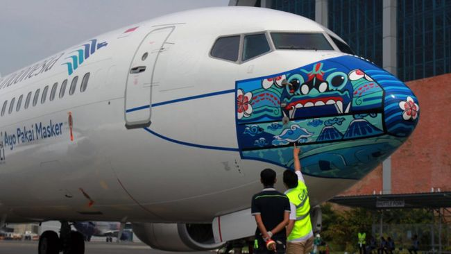 Maskapai nasional Garuda Indonesia meluncurkan desain mask livery (livery pesawat dengan masker) dengan desain barong khas Bali.