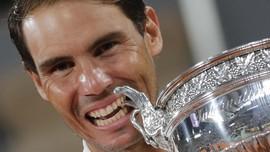 FOTO: Nadal Sejajar Federer Usai Juara Prancis Terbuka