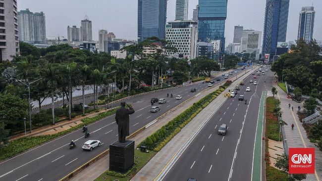 Sebanyak 55 persen responden dalam survie Indikator Politik Indonesia menginginkan PSBB dihentikan agar ekonomi kembali berjalan.