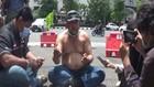 VIDEO: Cegah Penularan Covid-19, Buruh Unjuk Rasa Sendirian