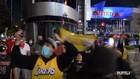 VIDEO: Polisi Bubarkan Pesta Pendukung LA Lakers di Jalan