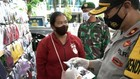 VIDEO: Petugas Razia Penjual Masker Scuba