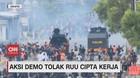 VIDEO: Aksi Demo Tolak RUU Cipta Kerja di Jakarta Ricuh