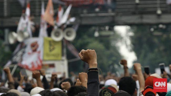 Buruh dan mahasiswa di Bandung dan Yogyakarta menggelar demo menolak Omnibus Law, hari ini, bertepatan dengan setahun pidato Jokowi soal UU kontroversial itu.