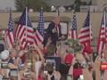 VIDEO: Trump Bagi-bagi Masker saat Kampanye di Florida