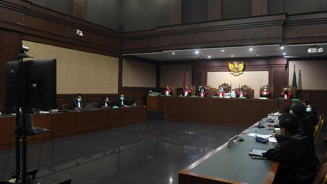 Mantan Ketua Umum PPFTI Mark Sungkar didakwa merugikan keuangan negara Rp694,9 juta terkait laporan fiktif belanja kegiatan dana Pelatnas Asian Games 2018.