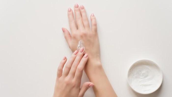 5 Rekomendasi Handbody Lotion Pemutih Berbahan Susu Kambing