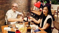 <p>Pasangan ini kerap menghabiskan waktu bersama dengan jalan-jalan dan makan malam romantis. (Foto: Instagram @bungazainal05)</p>