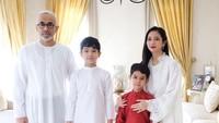 <p>Setelah menikah dengan Sukhdev Singh, Bunga juga menjadi ibu sambung dari dua anak suaminya. (Foto: Instagram @bungazainal05)</p>