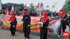 Buruh Gagal Serahkan Bebek ke Jokowi, Demo Omnibus Law Bubar
