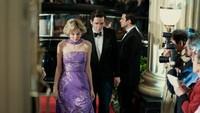 <p>Di serial <em>The Crown season 4</em>, Emma Corrin beradu akting dengan Josh O'Connor, yang memerankan Pangeran Charles. (Foto: Twitter @TheCrownNetflix)</p>