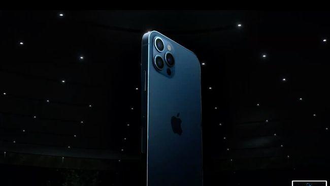 iPhone 12 dijual tanpa colokan charger. Apple pun menyediakan Mag Safe, atau pengisi daya nirkabel (wireless charging) untuk iPhone 12.