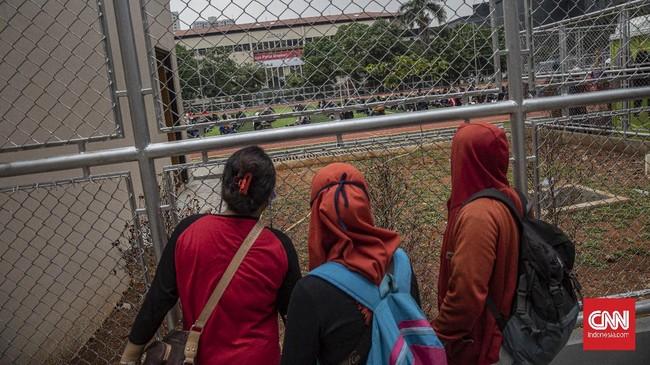 Massa pedemo dijemput keluarga mereka di Polda Metro Jaya. Mereka dipulangkan karena dinilai tak melanggar hukum. Sementara yang melanggar akan diproses hukum.