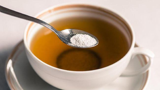 Asupan gula yang tak terkontrol bisa memicu sejumlah penyakit kronis. Kenali tanda tubuh kelebihan asupan gula.