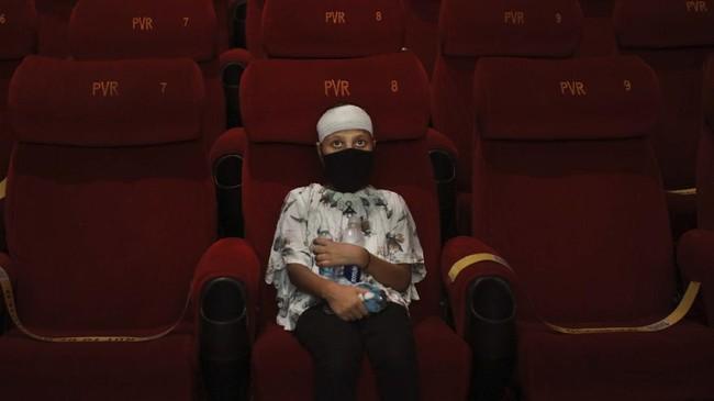 India kembali membuka bioskop di tengah pandemi Covid-19 meski kasus infeksi virus corona di negara itu terus meningkat hingga menembus angka 7,3 juta.