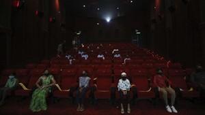 FOTO: India Buka Bioskop kala Angka Corona Tembus 7,3 Juta