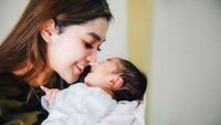 <p>1. Raya Kitty menjadi single parent sejak bercerai dari Mohammad Abid Zia pada awal 2020, bunda. Pernikahannnya dengan Mohammad Abid Zia dilehat pada Agustus 2018. (Foto: Instagram @rayanurfitrird)</p>