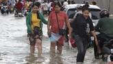 Banjir bandang di Kamboja membuat lebih dari 10 ribu penduduk mengungsi.