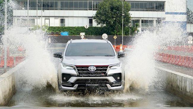 Toyota Fortuner mesin diesel 2.800 cc terendus akan masuk Indonesia melalui daftar lampiran Permendagri Nomor 40 Tahun 2021.
