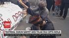 VIDEO: Teatrikal Dukun Santet Aksi Tolak RUU Cipta Kerja