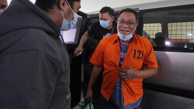 Polri menyatakan bahwa penyidik memiliki bukti permulaan yang cukup untuk menyematkan status tersangka kepada Jumhur dan kawan-kawan.