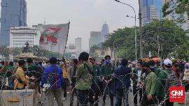 Massa Aksi Mahasiswa Tolak Omnibus Law Tiba di Patung Kuda