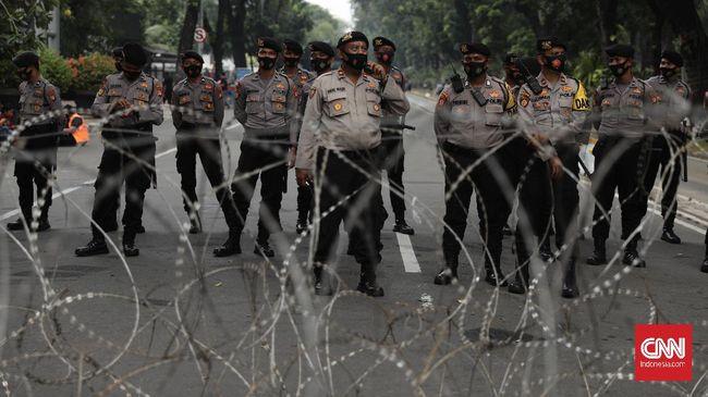 Aparat di kawasan Medan Merdeka melakukan penyisiran dan berhasil menghalau sejumlah pemuda tanggung yang diduga hendak ikut demo mahasiswa.