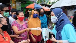 Bulog dan BUMN Bagi 45 Ribu Masker untuk Warga Jakarta