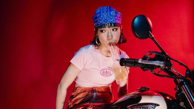 Ramengvrl merilis single terbaru bertajuk Look At Me Now yang merupakan hasil kolaborasi dengan rapper Amerika Serikat-Korea Selatan, Ted Park.