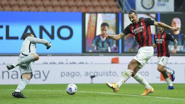 AC Milan unggul 2-1 atas Inter Milan di babak pertama pertandingan pekan keempat Liga Italia di Stadion Giuseppe Meazza, Sabtu (17/10).